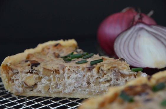 Hat sich jährlich bewehrt und schmeckt in allen Varianten: Ein Stück Zwiebelkuchen.