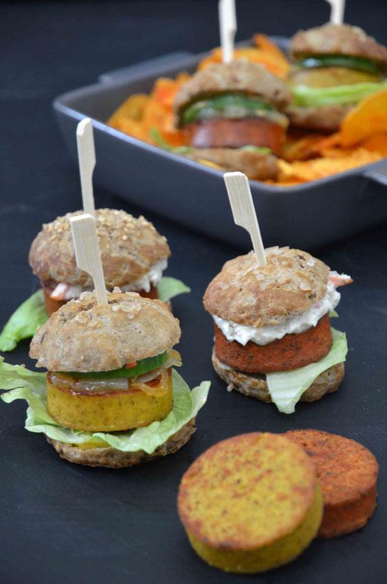 Miniburger eignen sich perfekt als Partysnack oder zum Buffet - perfekt mit Pommes, Chips oder Dips.