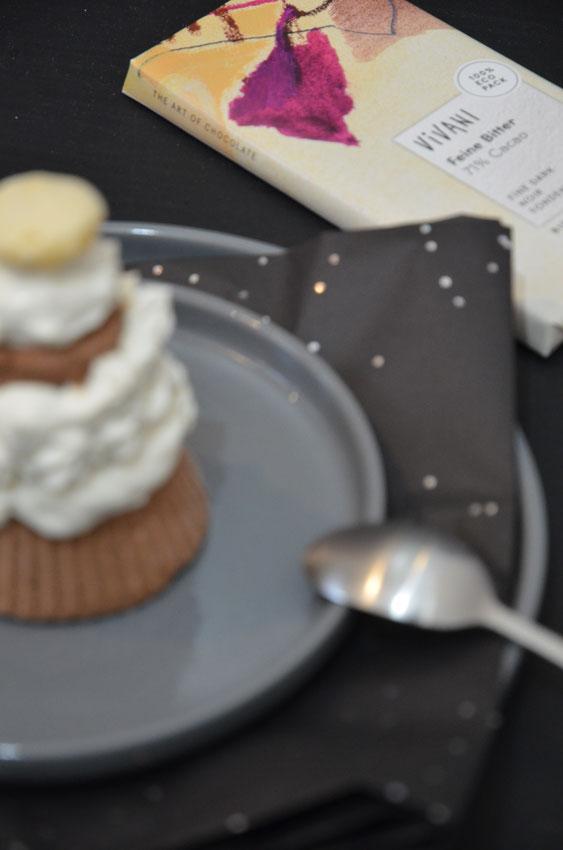 Die Vivani-Schokolade harmoniert perfekt zum Kaffeelikör. Die Kombination aus beidem ergibt ein perfektes Mokka-Parfait und die Basis für die Kosakenzipfel.