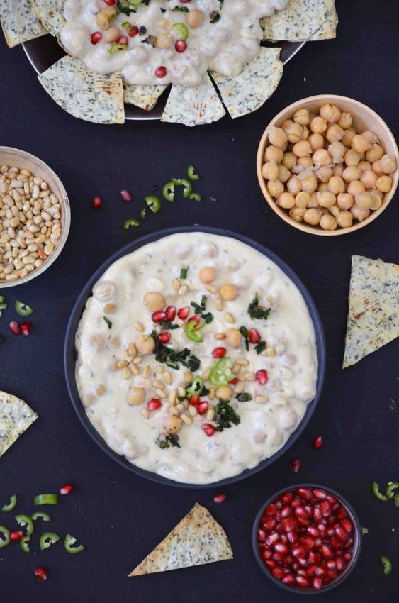 Fatteh ist schnell zubereitet in den verschiedensten Varianten und ein perfektes, warmes Frühstück für alle Anlässe.
