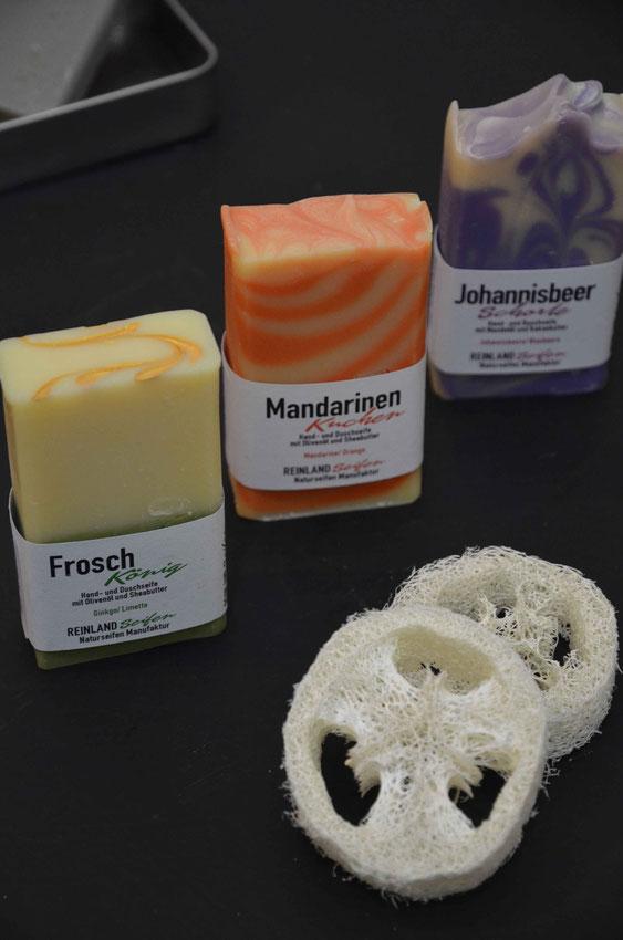 Das Reinland Seifen Sortiment umfasst bisher eine große Auswahl fruchtiger, herber und süßer Seifen.