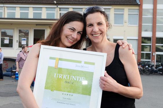 Vroni Kiefer (l) mit ihrer Webdesignerin Annette Hartmann, Foto: Clemens Niehaus