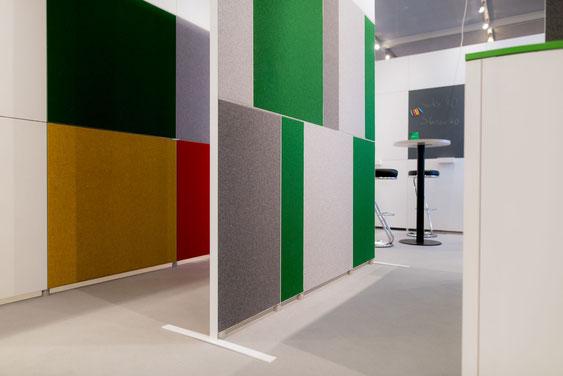 Wienss Innenausbau GmbH - Silenzio 4.0 von Leitex - akustisch wirksames modulares Trennwandsystem - Einsatz im Büro - Präsentation auf der Messe