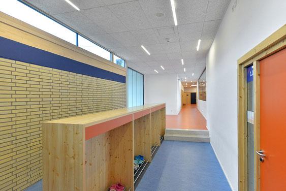 Wienss Innenausbau GmbH - Innenausbau, Objektbau, Umbau Rinnenäckerschule Waiblingen - Garderobe und Absturzsicherung