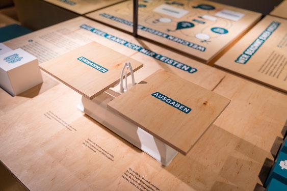 Mein Geld - eine Mitmachausstellung - von und mit Wienss. Innenausbau. www.wienss-innenausbau.de - zahlen - anschaulich und zum ausprobieren