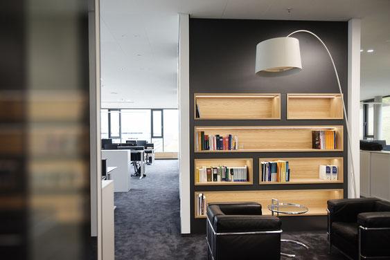 Wienss Innenausbau GmbH - Carl Zeiss AG - Innenausbau Büro in Oberkochen - www.wienss-innenausbau.de - Bibliothek & Schränke - Ansicht