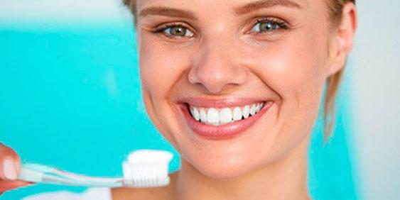 Zahnarztpraxis Dr.Gune in Dallgow-Döberitz -  Weiße Zähne dank Bleaching
