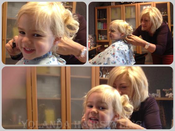 Samuel, schattig jochie, vind het gezellig bij de kapper :-)