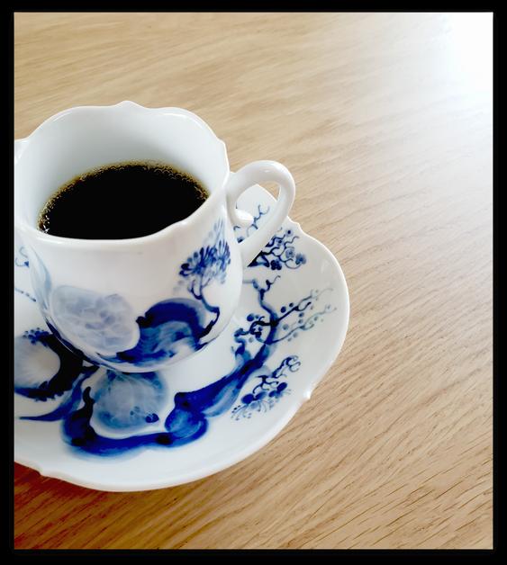 画像は、妹に淹れてもらった美味しいコーヒーと素敵なマイセンのカップ♡