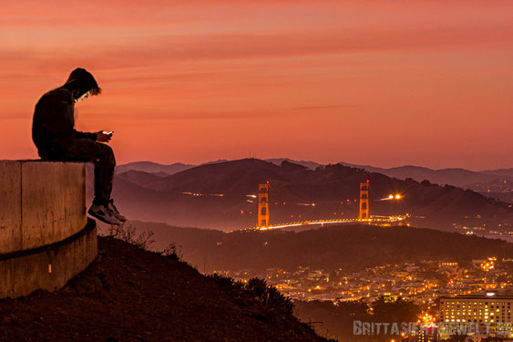 boy,smartphone,twin,peaks,san,francisco,view,sunset,night,night,lights,long,exposure,downtown
