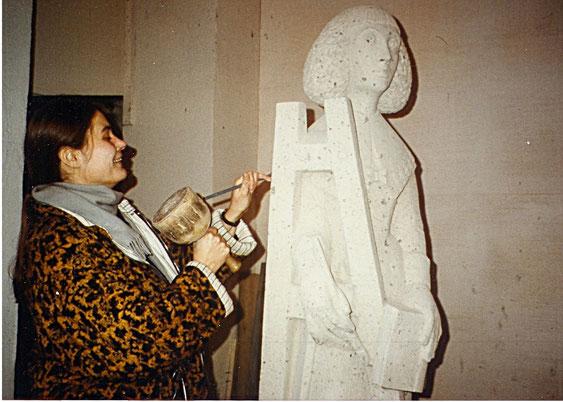 Bildhauerin Elisabeth Perger und ihre Schürmann-Statue, Bild: Irene Franken, Die Turmkoop