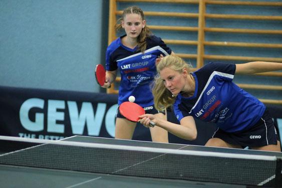 Michelle Weber (l.) und Ariane Liedmeier waren beim 8:4-Triumph der Schwarzenbeker Oberliga-Damen über den SC Poppenbüttel II sowohl gemeinsam im Doppel als auch in den anschließenden Einzeln nicht zu schlagen.