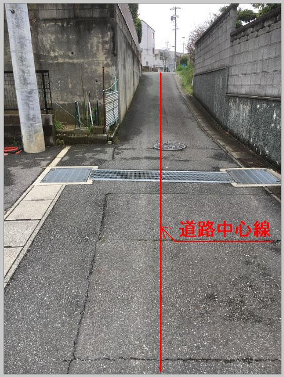 こちらの赤いラインが、道路中心線