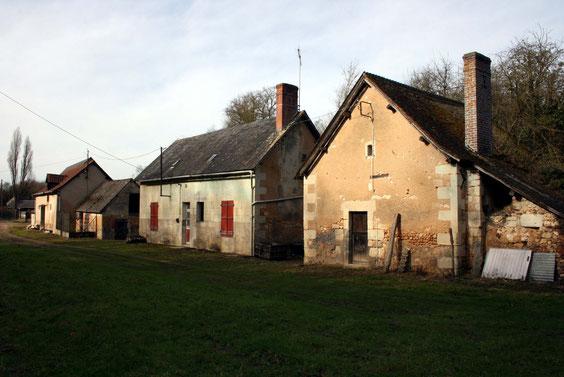 Photo actuelle, des bâtiments encore en bon état.