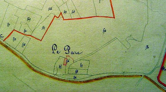 Sur le cadastre de 1834, avec un bâtiment et des caves.