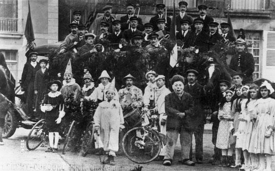En 1920, lors d'une cavalcade, les musiciens ont pris place sur un camion