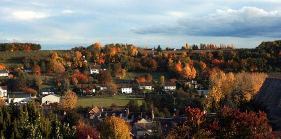 Voici la colline des Justices vue depuis le cimetière par un bel après-midi de novembre 2010