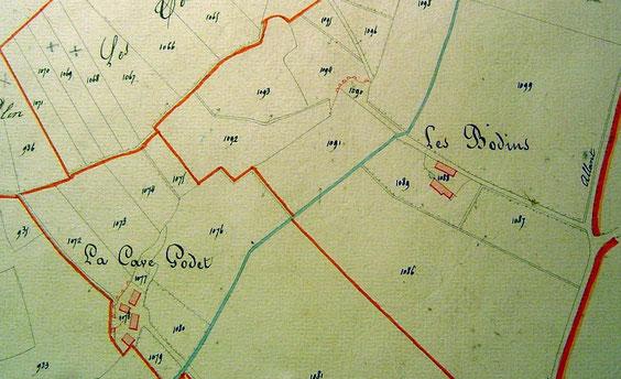 En 1834, il y avait deux bâtiments, une mare et des caves un peu plus loin.