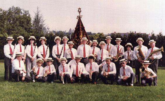 Les musiciens et leur nouvelle bannière, en 1987.
