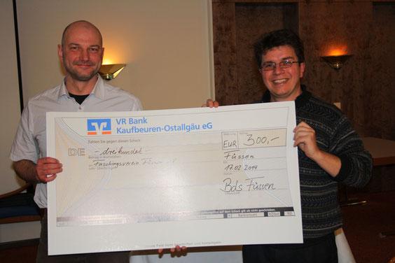 """Spende vom BdS-Füssen an den Faschingsverein für die Kinderbetreuung bei der WIR in Füssen 2013 unter dem Motto """"Sommerfasching"""""""