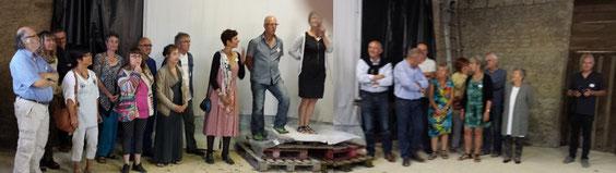 Eva vernissage : La Présidente, Nelly Morizot, entourée des officiels et des artistes exposants