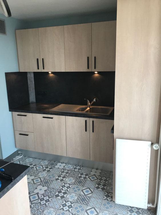 Radiateur réinstallé au même emplacement - Cuisine Home Concept
