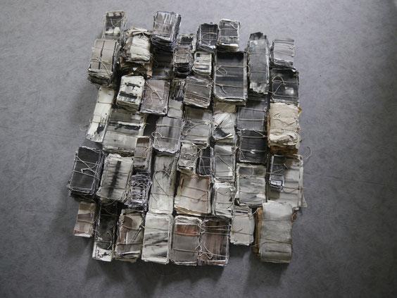 Lebenswerk (Schichtung),seit 2013/14 ongoing process, Acryl auf Papier geschnürt