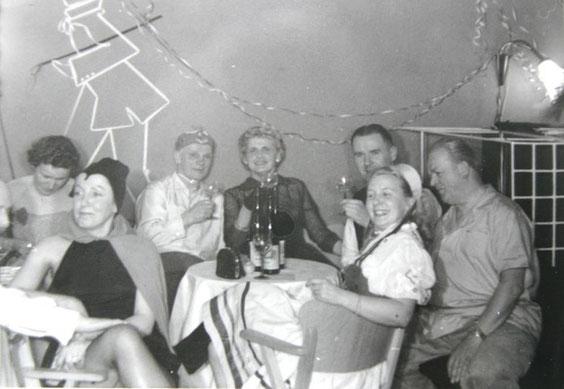 Gisela Teichmann und Ilse Rümmler im Theatercafe