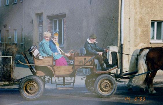 Herr Heller auf dem Kutschbock mit Prinzessin Jeanette Propp & Prinz Sebastian Ludwig im Sozius 1993