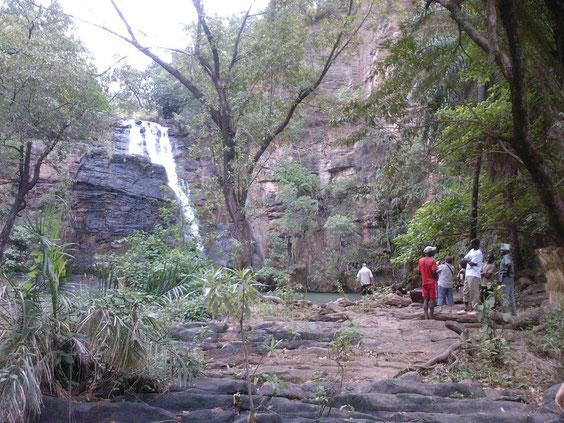 Chute de Kota près de Natitingou le Jeudi 24 Février 2011. Après l' escalade, très bonne baignade dans le grand bassin de 45mX30m environ.