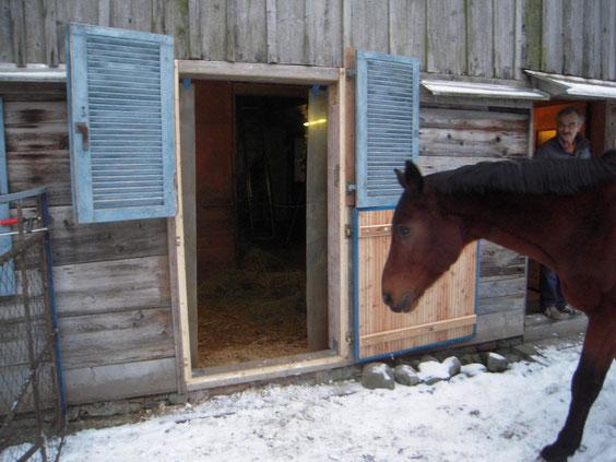 Ronnie vor seiner neuen Box
