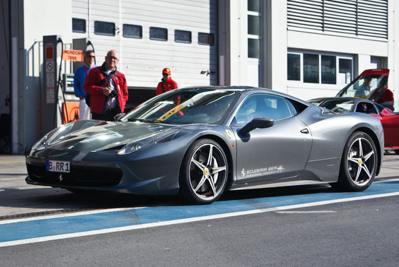 Ferrari 458 Italia - by Alidarnic (Modena Trackdays 2011)