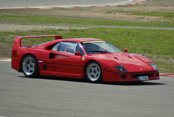 Ferrari F40 - by Alidarnic (Modena Trackdays 2011)