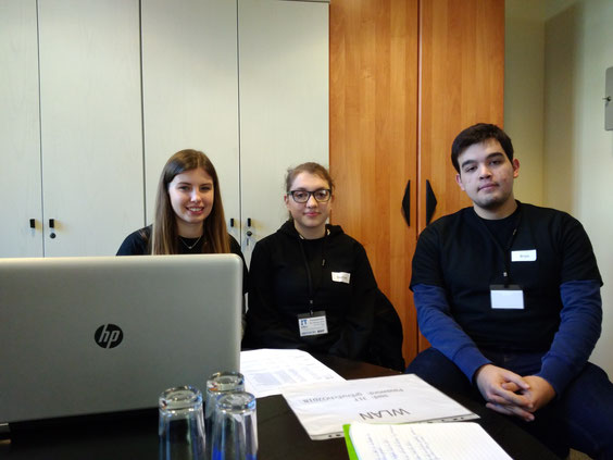 Jenny Miessen, J1T-Chefredakteurin Daphne Urhausen und Brian Dormann