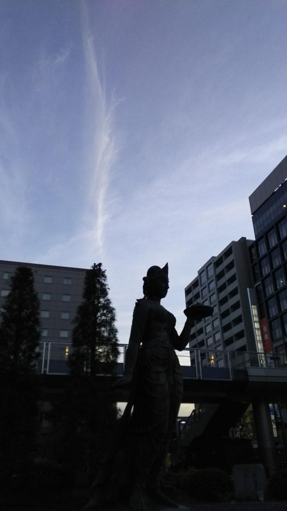 長野駅、善光寺口に立つ如是姫さまに聞いてみよう!やっぱり昨日龍が出たんですか?