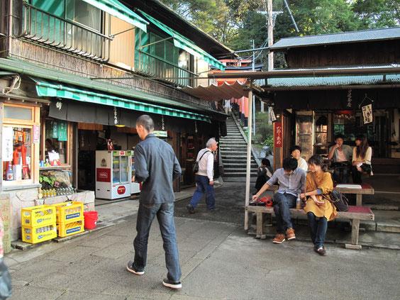 *四つ辻は有名なサスペンス俳優さんの実家である茶屋がありいい雰囲気。ここから四本に道が分かれる。