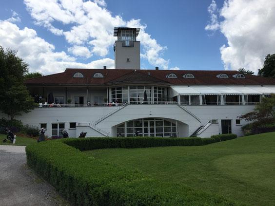 Das Clubhaus auf der Golfanlage Schloss Nippenburg war schon häufig geselliger Mittelpunkt bei verschiedenen hochkarätigen Veranstaltungen, wie zum Beispiel während der German Open Turniere, die hier von 1995 bis 1997 stattfanden. - © Brändle