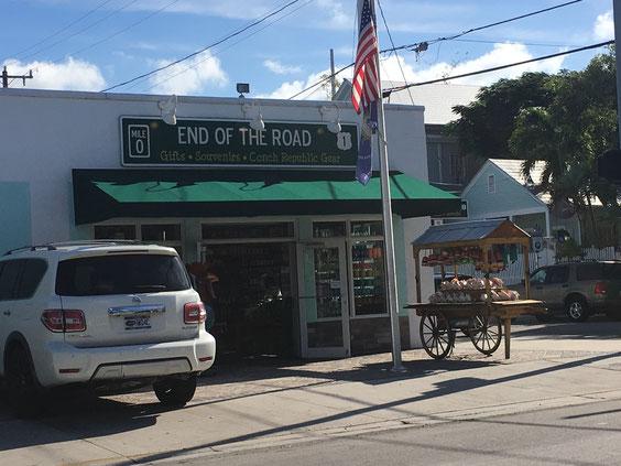 キーウエストのみやげ物店。店の名前がタイムリーで笑ってしまいました。