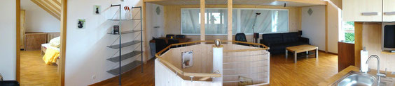 Panoramaansicht Wohn- und Esszimmer sowie Schlafen und Küche