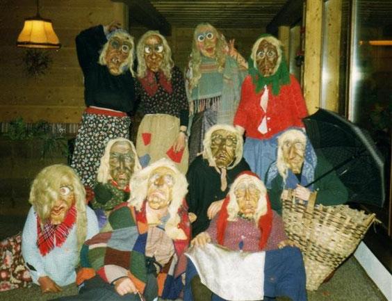 Hexen mit ihren Masken