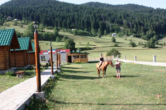 катание верхом на лошади в экодеревне