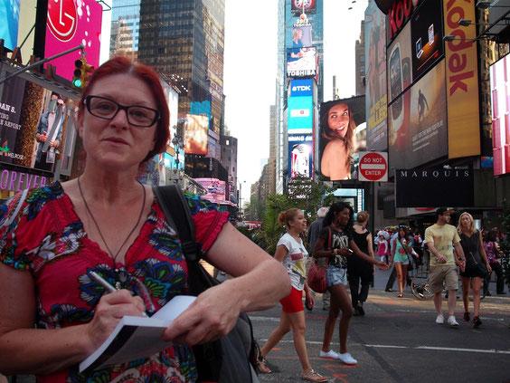 Dédicacer LES HOMMES BLEUS à Times Square NY