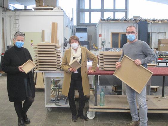Andrea Fritz (Innenarchitektin), Petra Neubert (Landratskandidatin) und Thomas Reeg (Schreinermeister)