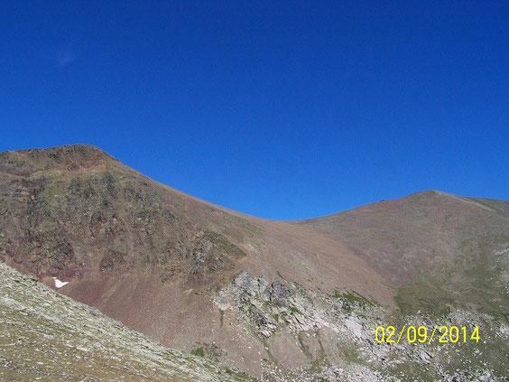 Puig Occidental à gauche, Puig Oriental à droite