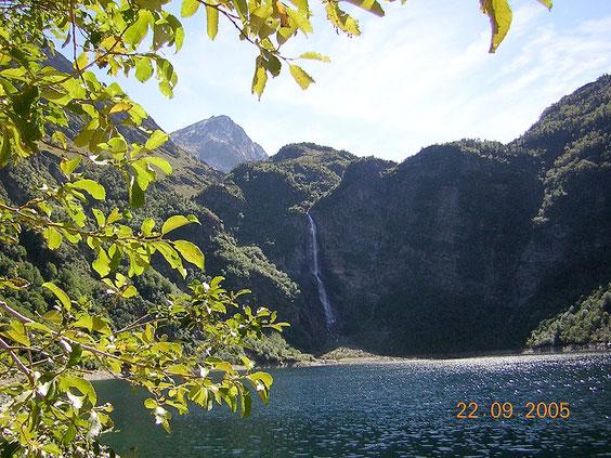 Le lac d'Oo et la cascade