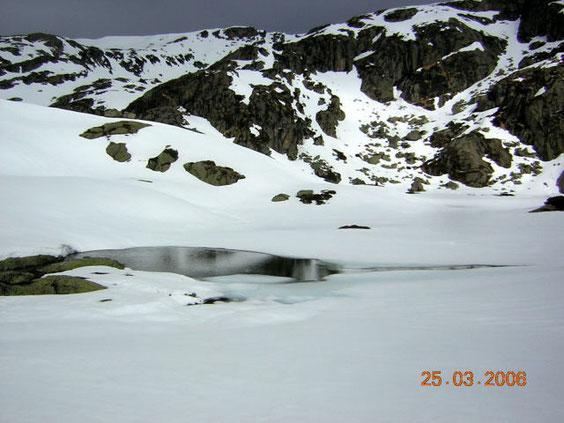 l'étang d'Arbu sous la neige