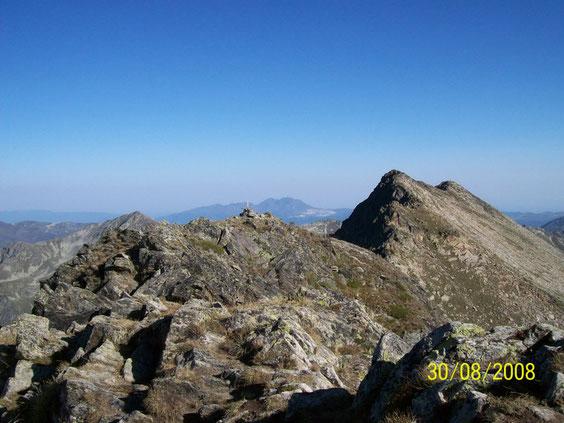 Devant Coume d'Or 2826 m, derrière pic Pédros 2842 m