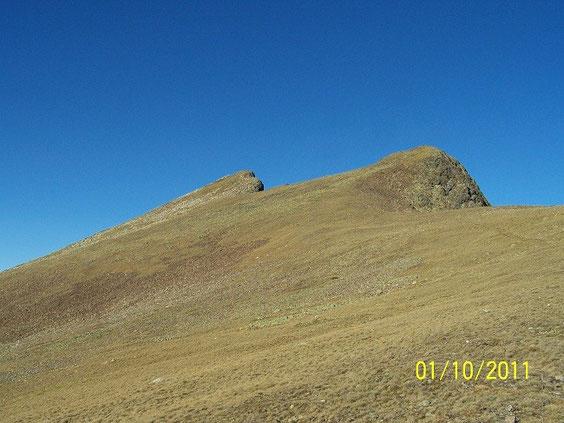 le sommet à gauche