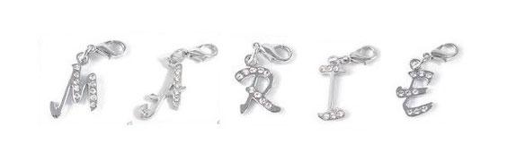 Buchstabenanhänger aus silberfarbenem Metall mit oder ohne Strass-Steinchen