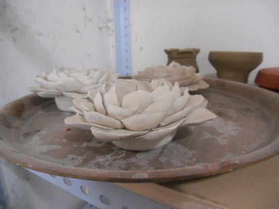 So wunderschön - Tonblumen aus der Werkstatt meines Gastonkels :)